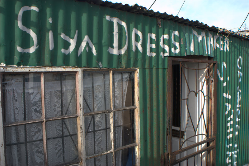 siya dress maker